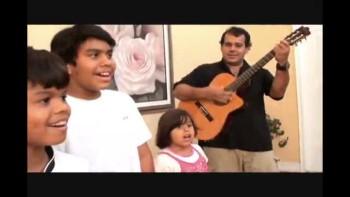 Familia Cardoso singing