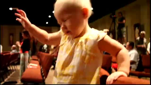 Super Cute Baby Worshiping God!