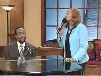 "Dorinda Clark Cole and cousin, Bill Moss Jr. sing ""I Can Do All Things..."""
