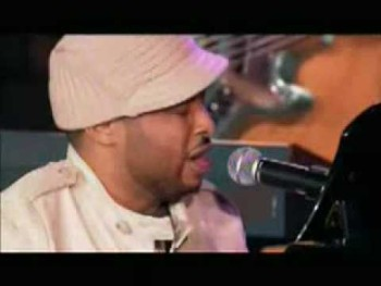 Smokie Norful - God Is Able (Live)