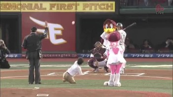 Man with No Arms Throws First Pitch