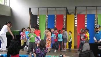 Jona's dans op het schoolfeest