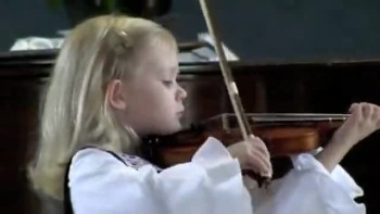 Extrodinary 5 Year - Old Violinist