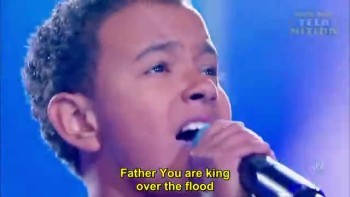 Jotta A Performing Hillsong's Still in Portuguese