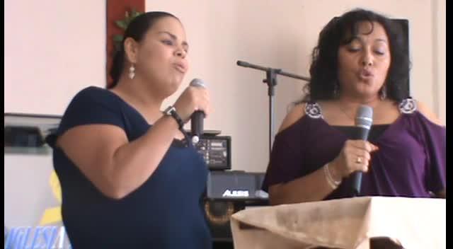 Nereyda y Rosa en Primera Iglesia Bautista