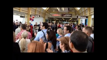Spontaneous Crowd Gathers to Honor WWII Vets at Reagan National Airport