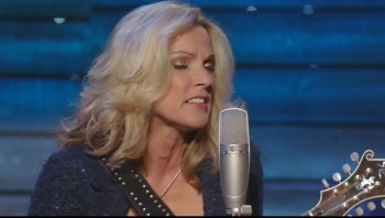 Rhonda Vincent - Walking My Lord Up Calvary Hill (Live)
