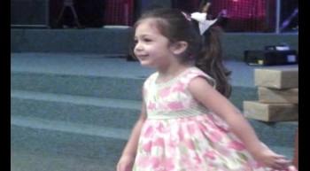 Isabella Nascimento dançando para Jesus!