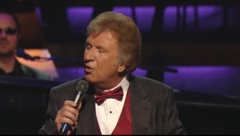 Bill Gaither - Tho Autumn's Coming On (Live)
