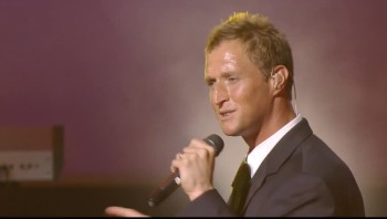 Ernie Haase and Signature Sound - He Made a Change [Live]