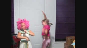 Crazy Girls Dancing!!