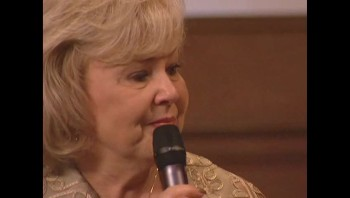 Gloria Gaither - There's Something About That Name [Live]