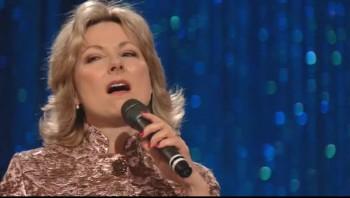 Janet Paschal - Fairest Lord Jesus [Live]