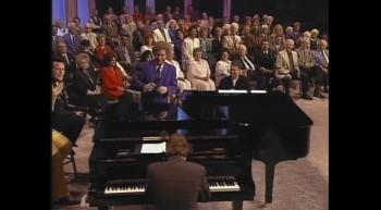 Cynthia Clawson - Jesus, Hold My Hand [Live]