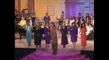 John Starnes, Ann Downing, Tanya Goodman Sykes, Debra Talley, Kelly Nelon, Jeanne Johnson, Sue Dodge and Candy Hemphill Christmas - Look What The Lord Has Done [Live]