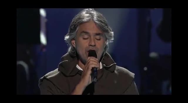 Andrea Bocelli Gives Incredible Performance of What Child is This? with Mary J. Blige