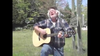 Homeless Man With Beautiful Voice Sings Amazing Grace