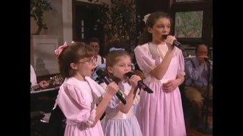 Bill & Gloria Gaither -Farther Along (feat. The Peasall Sisters) [Live]