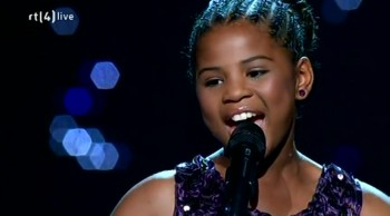 WOW! Little Girl Brings Audience to Their Feet With Her Astonishing Voice