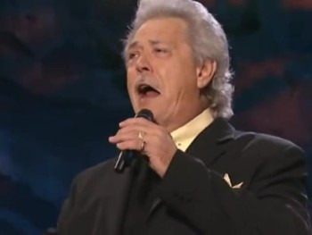 Bill & Gloria Gaither - The Anchor Holds (feat. Donnie Sumner) [Live]