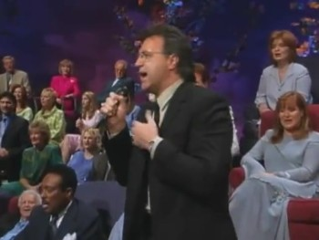 Bill & Gloria Gaither - When They Ring the Golden Bells (feat. Stephen Hill) [Live]