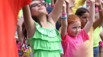 Hundreds of Kid's Lift Praises to Jesus in This Easter Flash Mob!