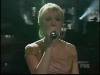 Carrie Underwood's Touching Performance of Praying For Time
