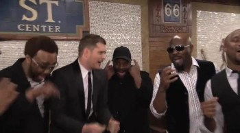 Michael Bublé Surprises NYC Subway Travelers With Singing!