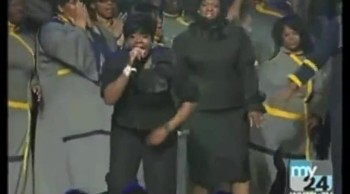 Fantasia and Her Mother Give an Anointed Gospel-Duet Performance