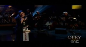 Sara Evans Sings Beautiful Praises to Jesus