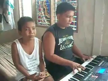 "Blind Brother's Perform ""The Greatest Love of All"""