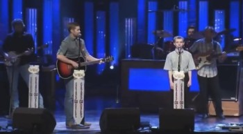 Country Singer Josh Turner Performs a Touching Duet With an Autistic Boy