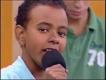 Brazilian Child Singing Sensation Sings Amazing Grace - INCREDIBLE!