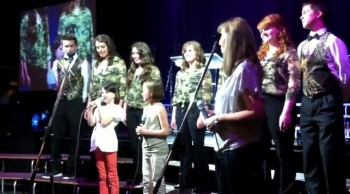 Duck Dynasty Missy Robertson, Daughter, and Niece Sing Together