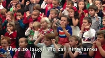 Little Girl Surprises Deaf Parents During Holiday Concert by Signing It for Them