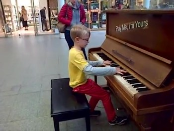 An 8-Year-Old Gives An Amazing Impromptu Classical Concert. . .in a Train Station!!!