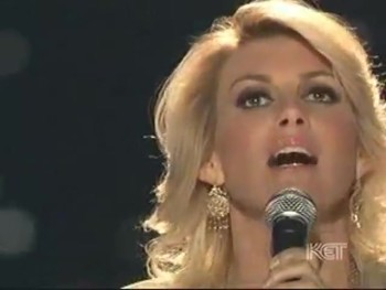 Faith Hill Gives STUNNING Performance of Silent Night