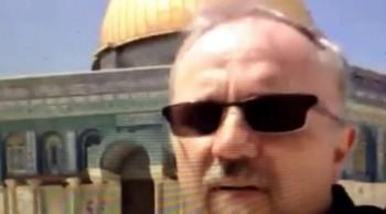 """Palestinians Throw Rocks At Jews Temple Mount"""