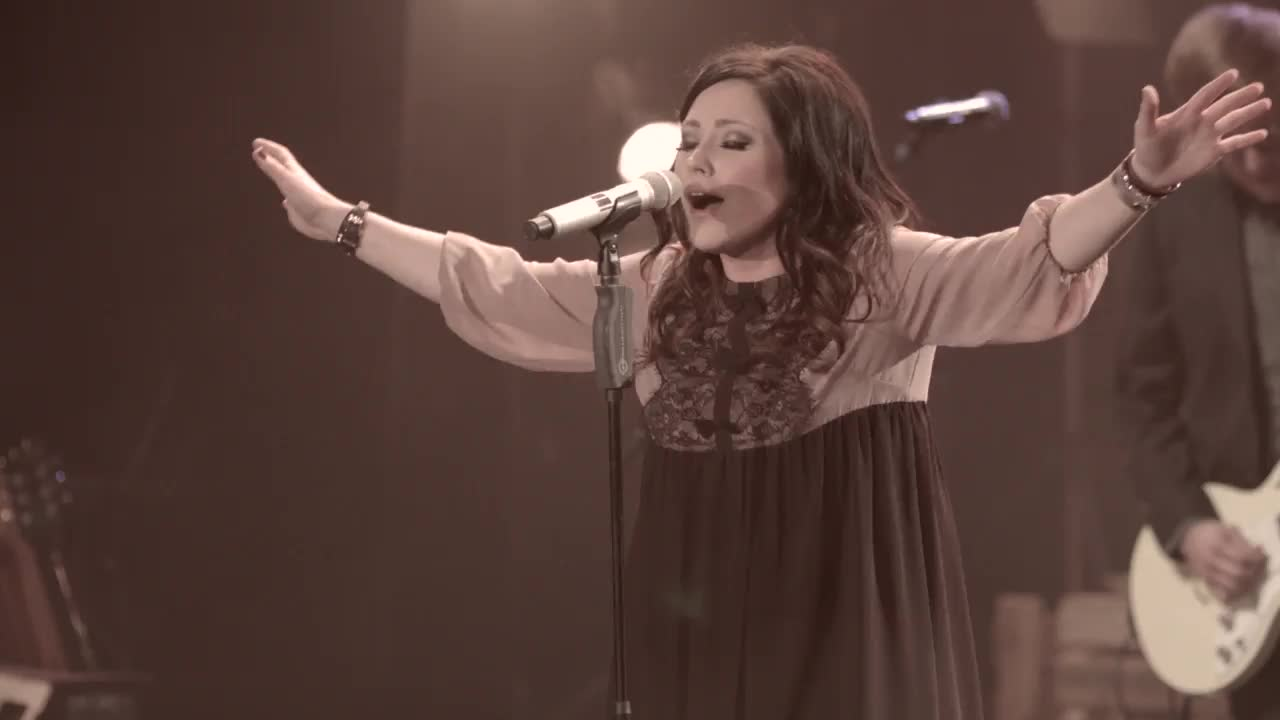 Kari Jobe - Hands To The Heavens (Live)