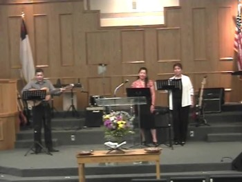 Spanish worship at United Baptist Church of Laredo