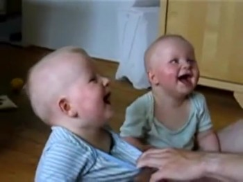 Synchronized Laughing Twins Will Have You Laughing Along!